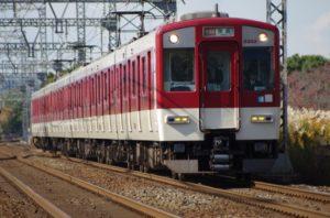 赤と白の普通電車