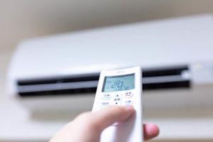 エアコンの設定温度を変える様子