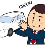 自動車保険を見直す男性