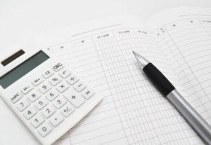 家計簿とペン