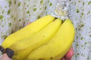 バナナにアルミホイルをかぶせる